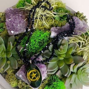 Jewelry - Lone Star pendant Black beaded layer necklace